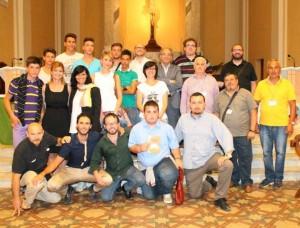 Francesco Caturano (quarto inginocchiato da dx) con gli organizzatori e le autorità presenti