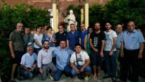 Lo staff della rassegna con diversi ospiti e con Nicola Lofoco (in piedi, quinto da sx)